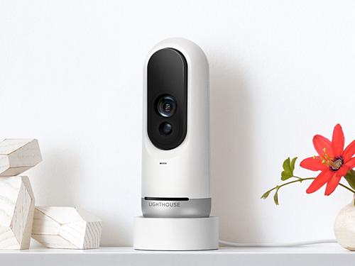Một thiết bị camera an ninh trong gia đình do AI điều khiển của Lighthouse AI.